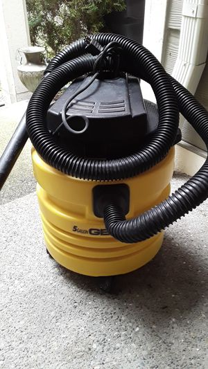 Wet Dry Vac by Genie 5 Gallon for Sale in Puyallup, WA