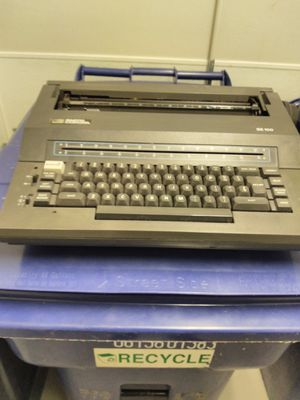 Smith corona se100 electronic type writer for Sale in Vestal, NY