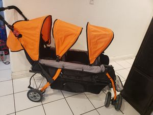 Triple stroller for Sale in Hemet, CA