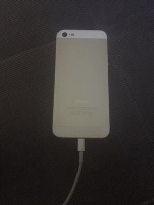iPhone 5s T-Mobile won't power on read !! for Sale in Federal Way, WA