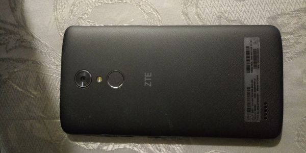 ZTE phone like new! ZTE boost mobile Semi nuevo!