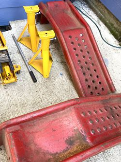 2 Ton Hydraulic Floor Jack - 2 Jack Stands - 2 Car Ramps for Sale in Portland,  OR