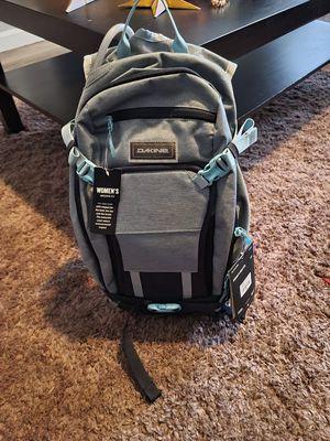 Women's Dakine hiking backpack for Sale in Thornton, CO