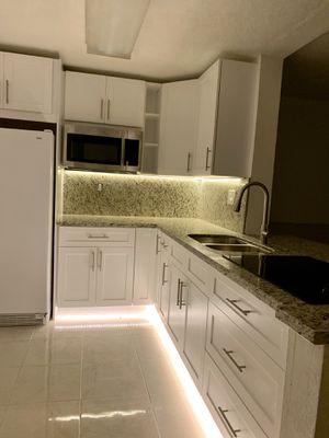 Kitchen Cabinet for Sale in Miami, FL