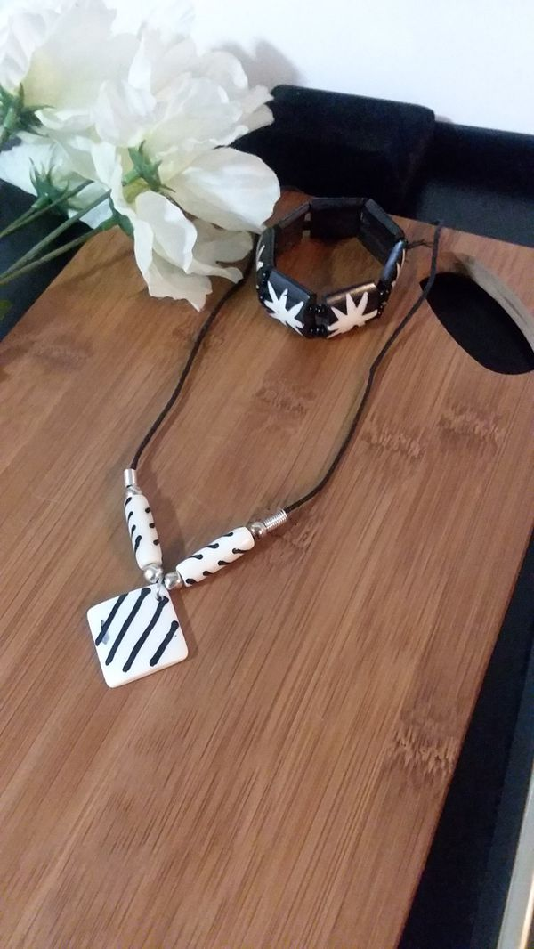 2PC Beautiful Authentic African Tribal Bone Necklace and Bracelet Set