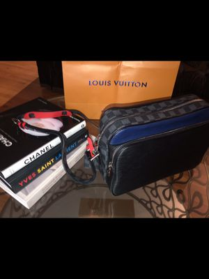 Authentic Louis Vuitton Crossbody Bag for Sale in Chesterfield, MO