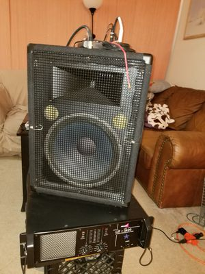 800 watt amp w/ Yamaha speaker for Sale in LAKE CLARKE, FL