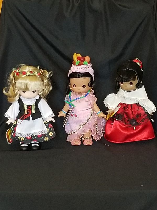 12 Precious Moments Dolls Children of the World