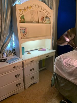 Desk w lighted hutch. Eggshell white for Sale in Huntington Beach, CA