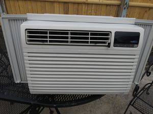 Kenmore 8000 BTU Air Conditioner for Sale in Cleveland, OH