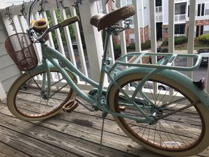Huffy Womens Cruiser Bicycle (new condition) for Sale in Decatur, GA