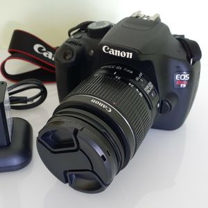 Canon EOS REBEL T5 DSLR camera with 18-55mm Lens for Sale in Tampa, FL
