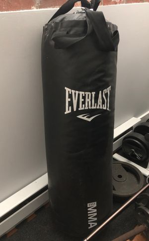 Everlast Punching Bag 100 lbs Black for Sale in Woonsocket, RI