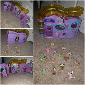 LPS house and LPS figures all for $15 for Sale in Ceres, CA