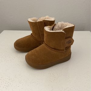Baby Ugg's - Size 4/5 Almost New for Sale in Orange, CA