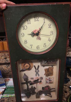 Antique clock for Sale in Miami Gardens, FL