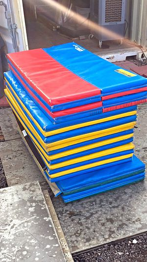 "Gymnastic Mats 4' x 8' x 2 "" for Sale in Glendale, AZ"