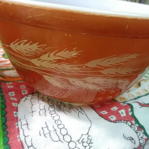Vintage pyrex Autumn Harvest mixing bowl bowls 401 402