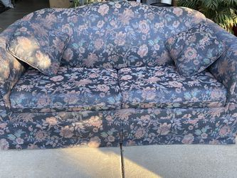 Sofa W/ Pull Out Bed for Sale in San Diego,  CA