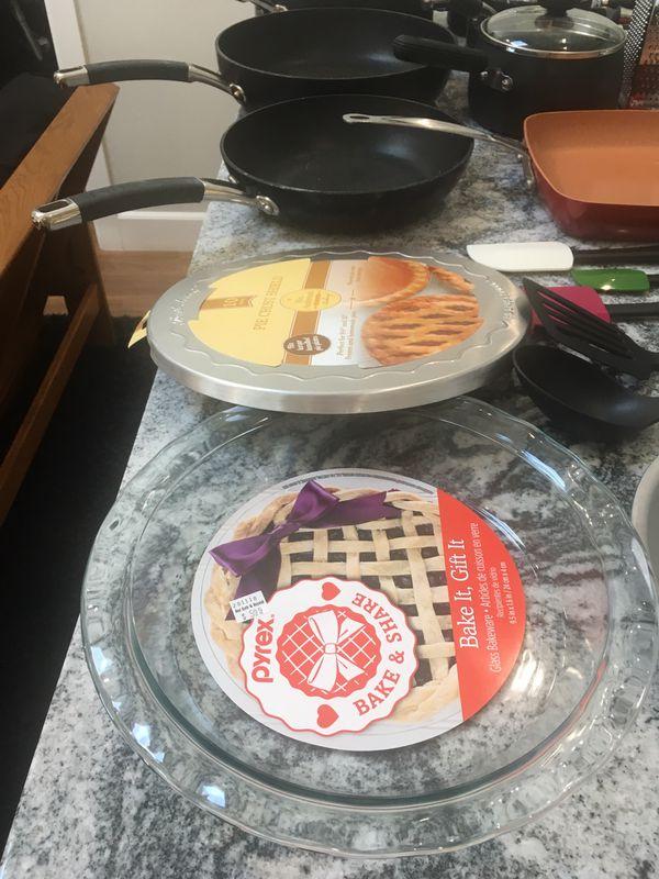 Circulon Cookware, KitchenAid Gadgets, Red Copper Pan, Pyrex Bakeware, Blender, Cutting Board