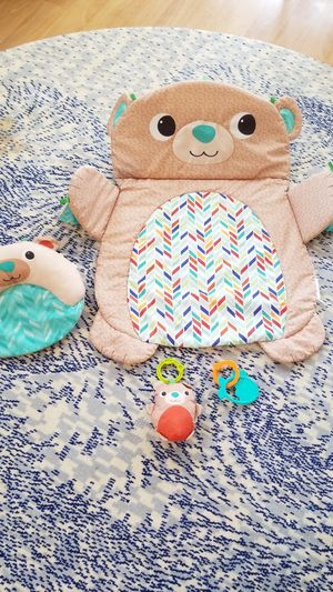 Bright Starts tummytime mat w toys for Sale in San Diego, CA
