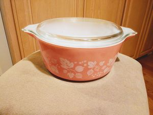 Vintage pink gooseberry pyrex casserole dish for Sale in Kenmore, WA