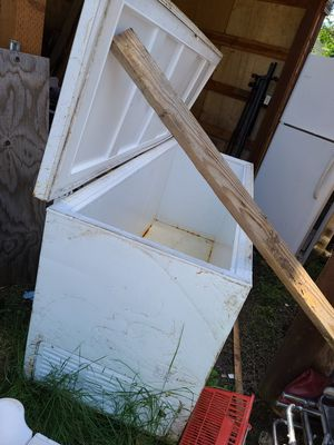 Large freezer for Sale in Oregon City, OR