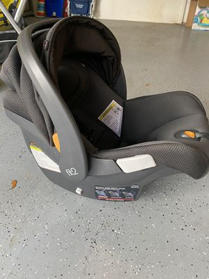 Chicco Fit2 Infant Car Seat for Sale in Port St. Lucie, FL