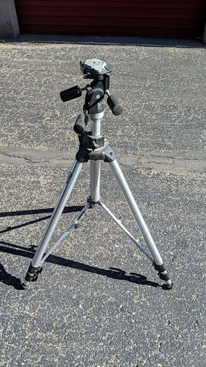 Bogen Manfrotto 3036 tripod and 3047 head for Sale in Lakewood, CO