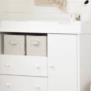Changing Table , White for Sale in Beverly Hills, CA