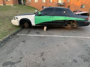 2009 ford crown Vic for Sale in Capitol Heights, MD