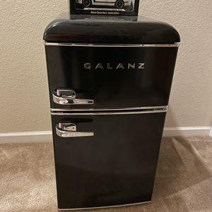 3.1 cu. ft. Retro Mini Fridge/freezer for Sale in Tracy, CA