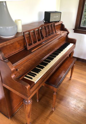 Free! Piano come get it! for Sale in Tacoma, WA