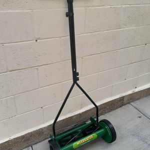Weedeater reel lawn Mower for Sale in Gardena, CA