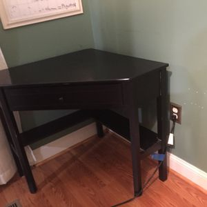 Black Corner Desk for Sale in Nokesville, VA