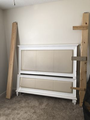 QUEEN Bed frame for Sale in Blue Springs, MO