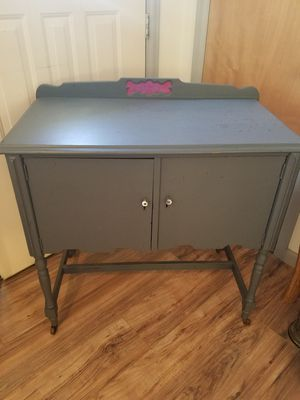 Antique bar/hutch for Sale in Colorado Springs, CO