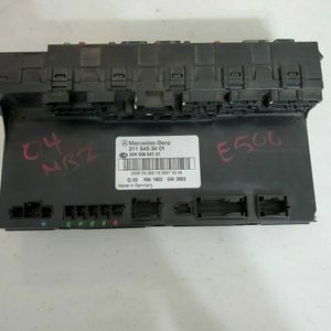 2004 MERCEDES-BENZ E500 TRUNK SAM SIGNAL FUSE MODULE OEM for Sale in South El Monte, CA