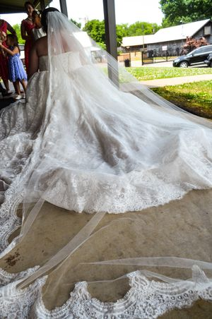 Vera Wang Wedding Dress (plus size) for Sale in Murfreesboro, TN