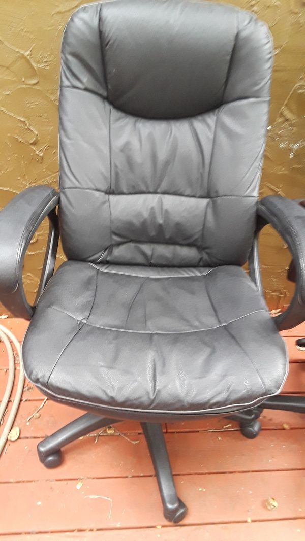 2 black and brown leather office chair in excellent condition 60 ÷each