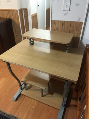 Computer desk for Sale in Herndon, VA