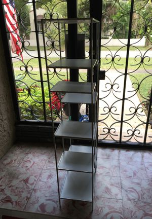Metal frame white bookcase or shelve for Sale in Miami, FL