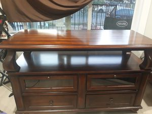 Nice 55 inch TV stand very good condition, stirdy, for Sale in Fresno, CA