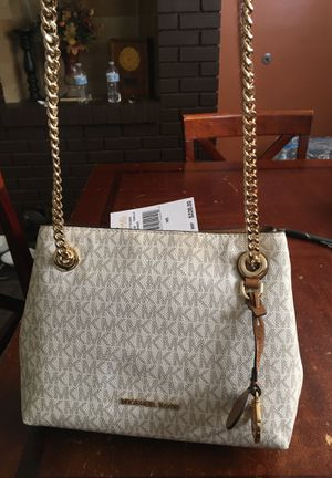 Michael Kors Jet Set with gold chain. for Sale in West Covina, CA