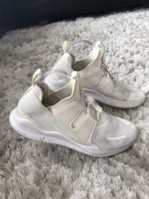 Nike Men Free RN 2018 Running Shoes White. Bungee Cord Size 11.5. Condition is Pre-owned. See pictures ask questions and make an offer! for Sale in Queens, NY