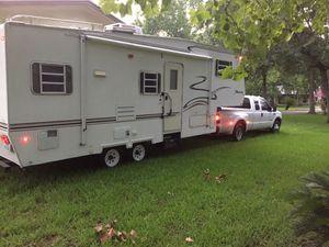 2000' Shasta 5th Wheel 28' for Sale in Crosby, TX