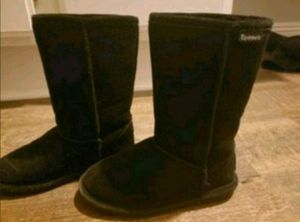 Bear paw boots girl size 1 for Sale in San Jacinto, CA