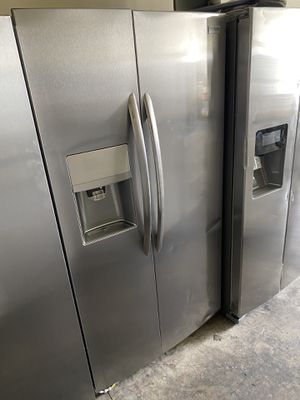 FRIGIDAIRE STAINLESS STEEL SIDE BY SIDE COUNTER DEPTH. for Sale in Santa Ana, CA