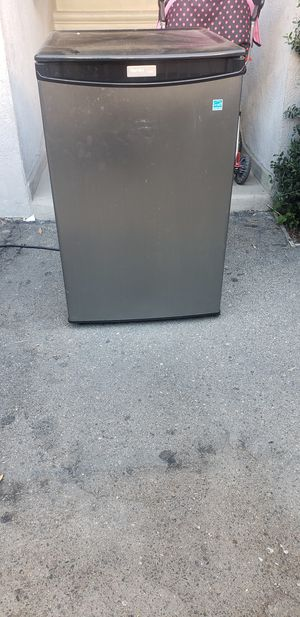Mini fridge for Sale in Los Angeles, CA