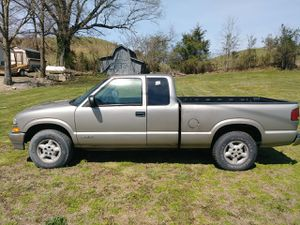 2002 Chevy S-10 extended cab 4x4 for Sale in Greeneville, TN